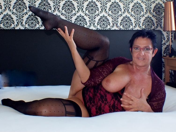 Eros ist nicht alles, was wir brauchen. Aber wir brauchen weibliches Wesen, um alles zu erahnen.