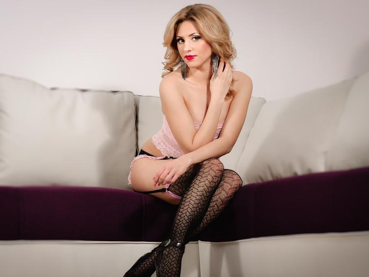 HottesBabe ist jetzt live in ihrer Sexcam zu sehen